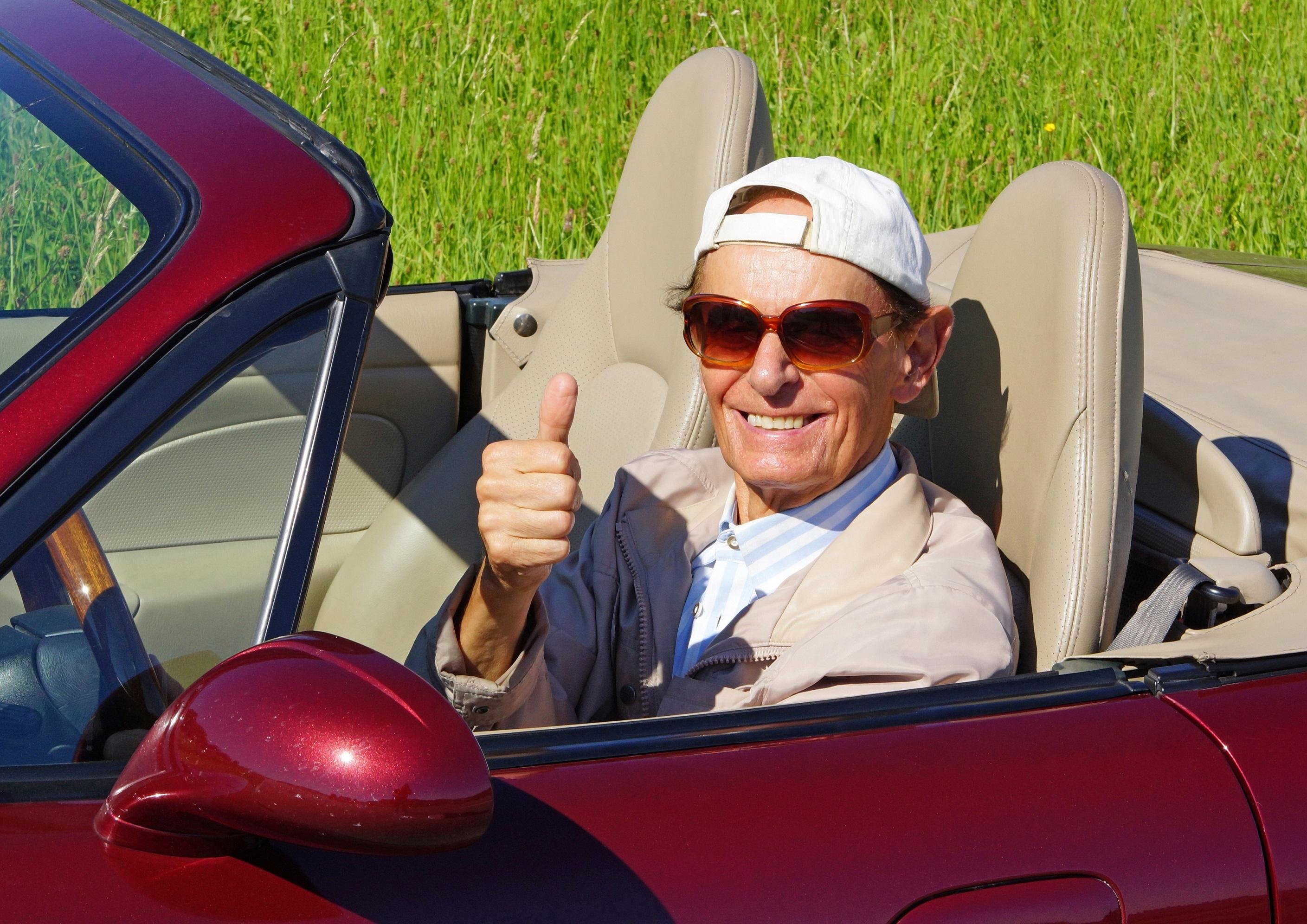 Autofahrer im Cabrio